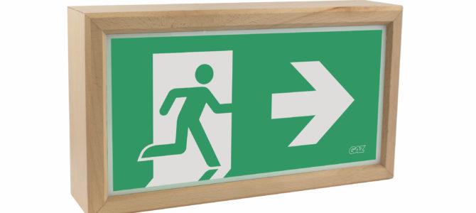NATURAL: GAZ Notstromsysteme bringt nachhaltige Rettungszeichenleuchten aus Holz